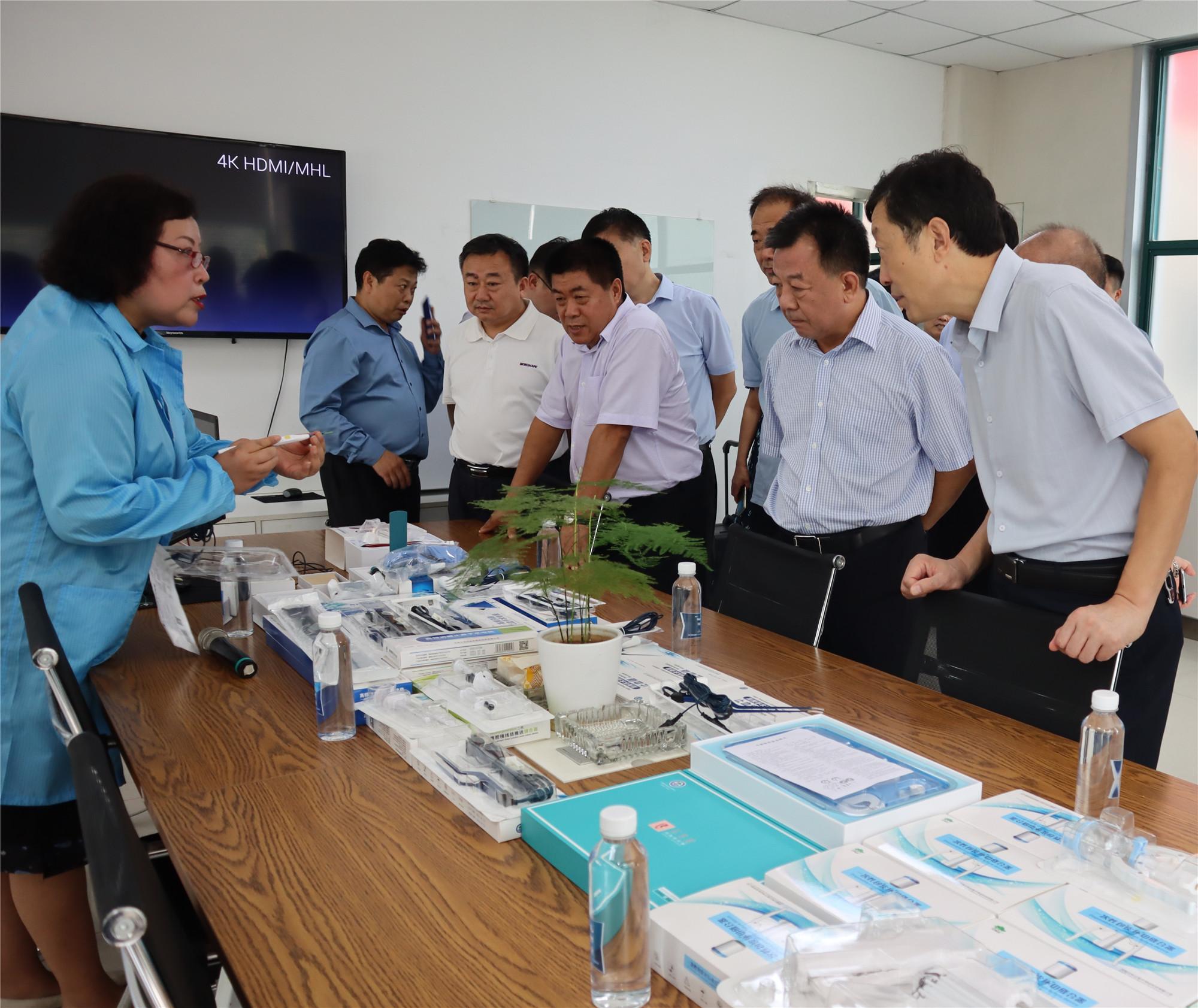 9月3日市政协视察组到我县开展视察工作.4_副本.jpg